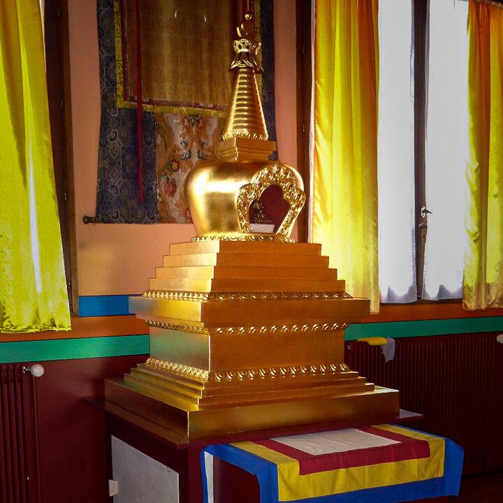 Stupa doré pour la relique du 3ème Karmapa